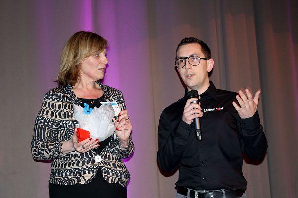 Els van de Ven in gesprek met Rik Theunissen, de ontwerper van de award.