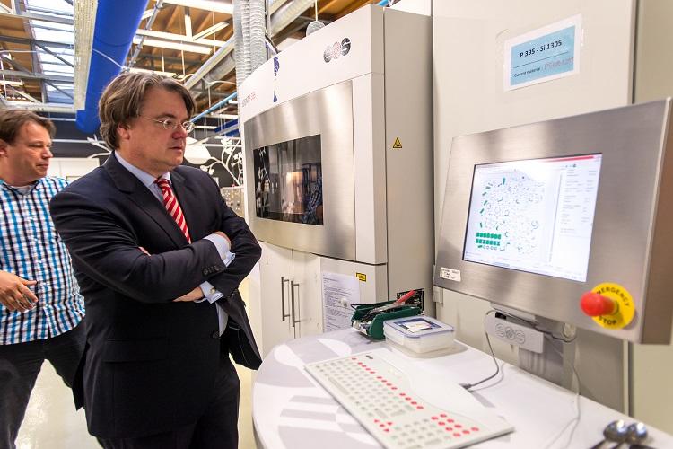 In Eindhoven staat een van de 3D printfabrieken waar Shapeways maandelijks  vele duizenden producten 3D print (Foto's: Shapeways)