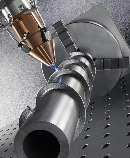 Een voorbeeld van LMD technologie van Trumpf. Deze leent zich heel goed voor hybridetoepassingen: metaal wordt op een bestaande component opgebouwd.