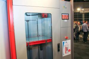 Be3D heeft de DeeRed ontwikkeld een grote 3D printer. De betamachine wordt momenteel door AMR Europe getest.