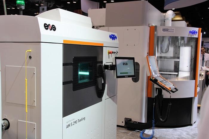 GF Machining Solutions toont de 3D metaalprinter, in feite een EOS M 290.