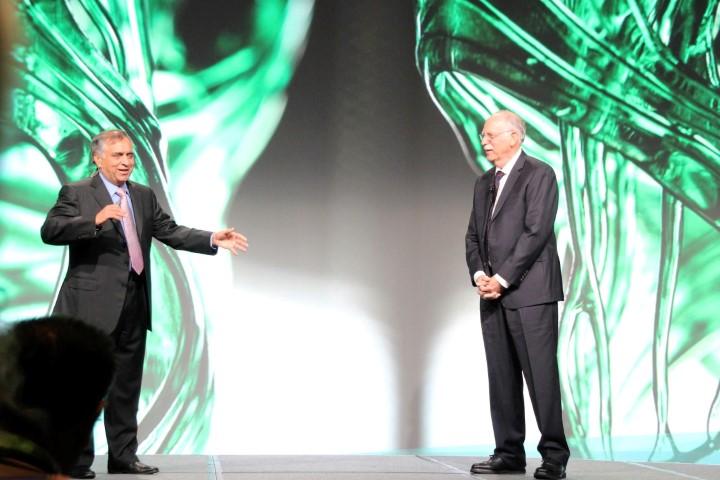 De nieuwe topman VJ samen met oprichter Chuck Hull van 3D Systems.