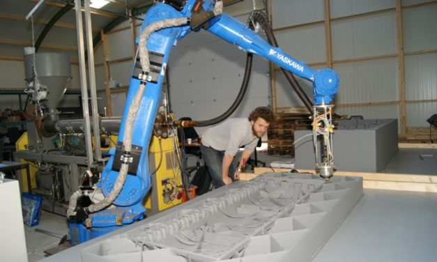 10XL integreert freesrobot in grote robot 3D printer