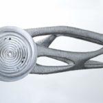 3D geprinte robotarm weegt helft van originele robotarm